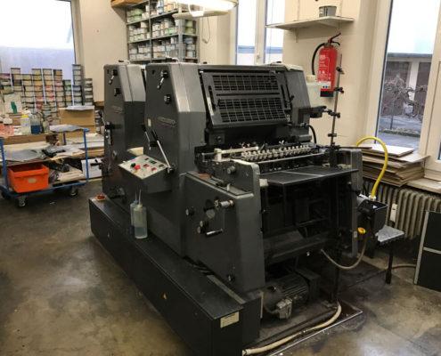 Drucksaal, Offsetdruckerei Erdei, hier GTO 52-2 mit Blick auf die Anlage